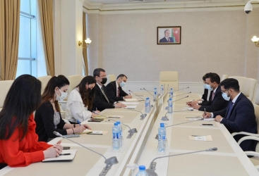 Las relaciones entre Azerbaiyán y Venezuela se discutieron en el Parlamento de Azerbaiyán