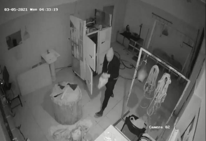 Evdən 13 minlik kabel oğurlayanlar ələ keçdi -    FOTO