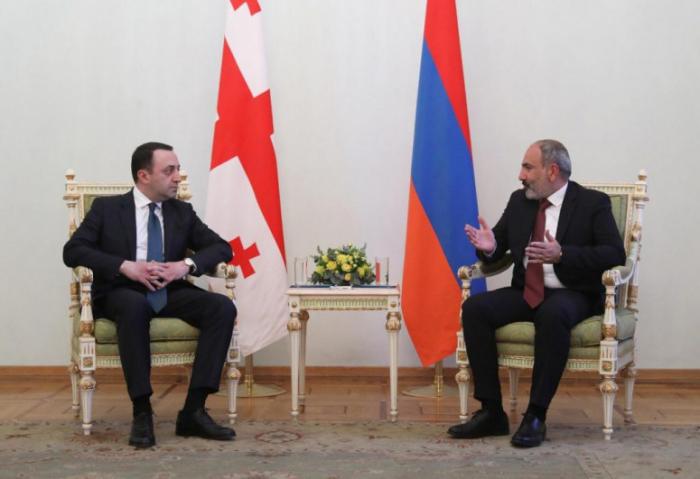 Qaribaşvili İrəvanda Paşinyanla görüşdü