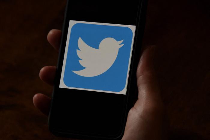 Suspension des comptesTwitterqui relaient la parole de Donald Trump, banni à vie du réseau