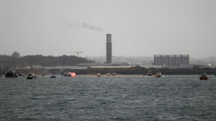 Französische Fischer demonstrieren mit Booten vor Jersey