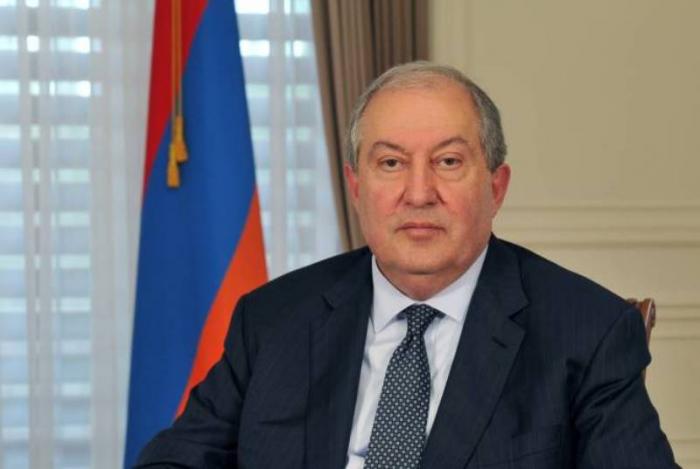 Ermənistan prezidenti Moskvaya gedir