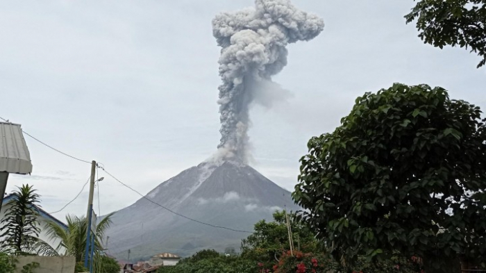 Vulkan Sinabung auf Sumatra erneut ausgebrochen