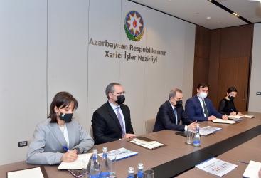 Canciller azerbaiyano se reúne con el secretario general de TRACECA