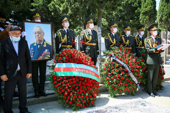 General-polkovnik Tofiq Ağahüseynov dəfn edildi -    FOTO