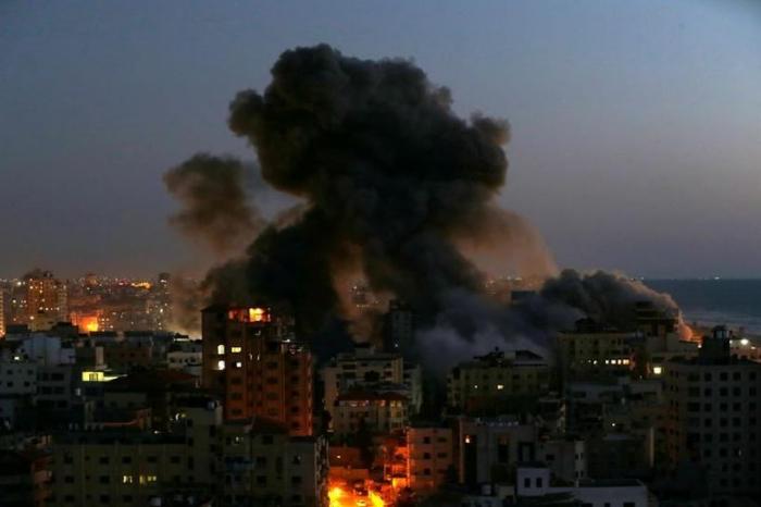 Gaza block collapses after Israeli strike, rocket hits Tel Aviv building
