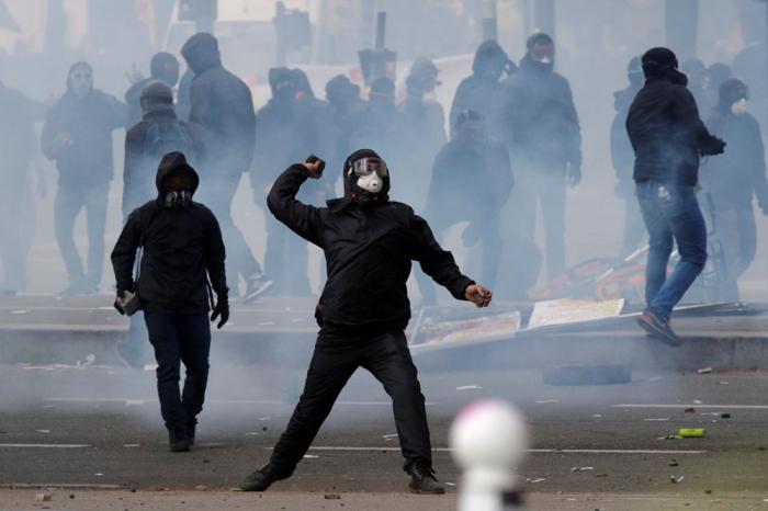 Parisdə 1 May nümayişində qarşıdurma baş verdi -    VİDEO