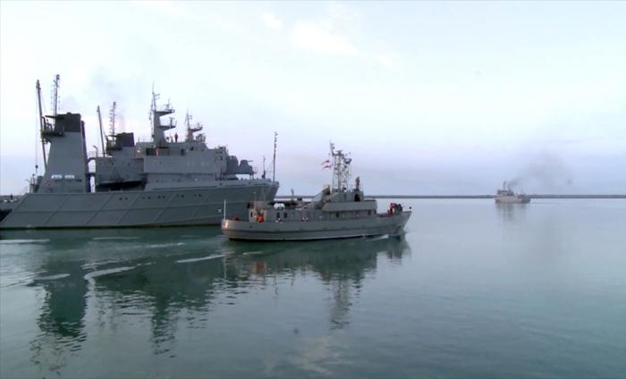 Hərbi gəmilərimiz döyüş atışları icra edib -  VİDEO