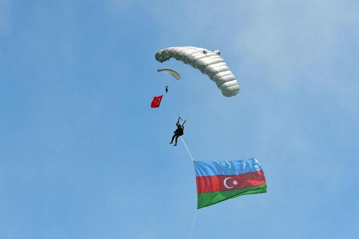 Azərbaycan bayrağı Konya səmasında dağlandırılıb -  FOTOLAR