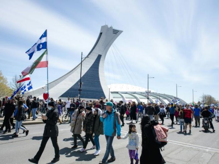 Pandémie/Canada: des dizaines de milliers de manifestants défilent à Montréal contre les restrictions sanitaires