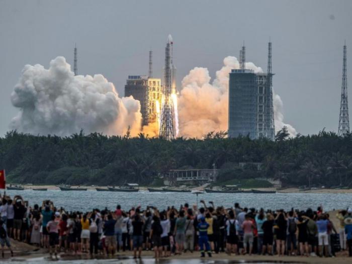 USA: le Pentagone assure ne pas prévoir de détruire la fusée chinoise hors de contrôle
