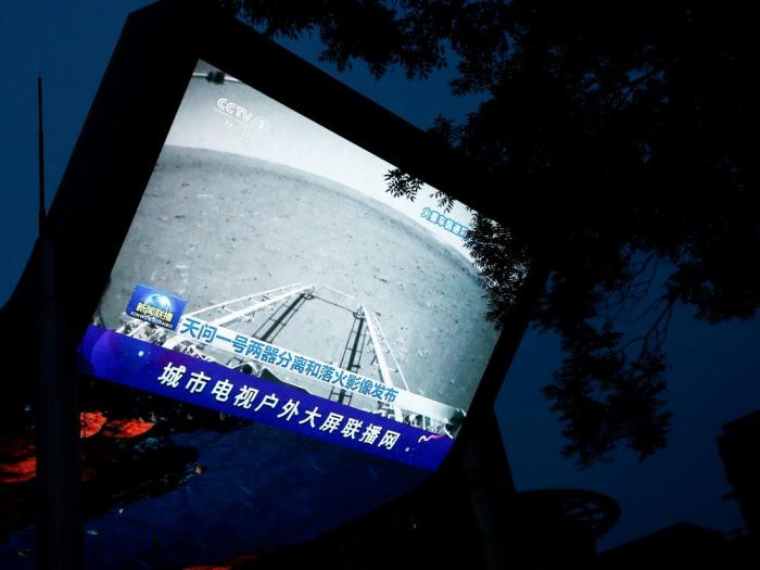 Technologie: Un robotmobile chinois roule sur le sol martien