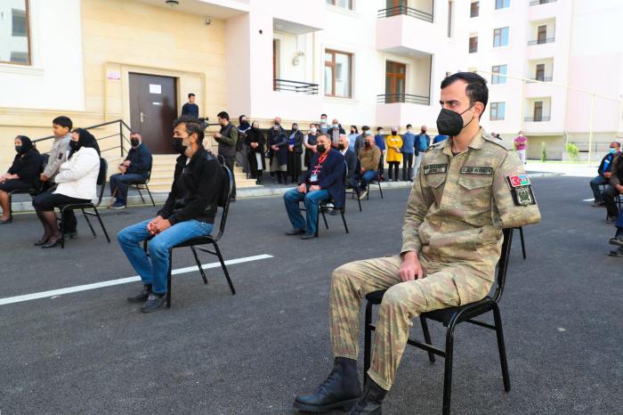 Des familles des martyrs et des handicapés ont reçu 50 maisons supplémentaires