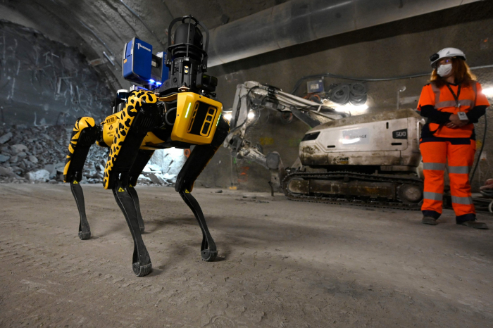 French college gets new assistant in shape of robotic dog