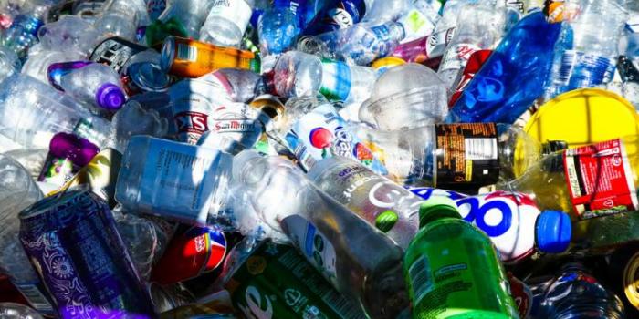 La France prévoit de se débarrasser des emballages plastiques à usage unique d