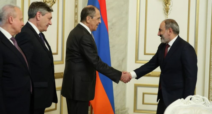 Lavrov Paşinyanla görüşdü