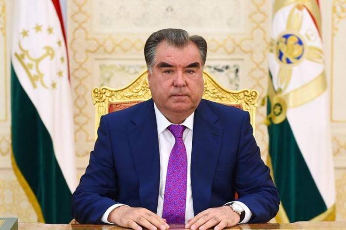 Tacikistan Prezidenti Moskvadakı parada gedir