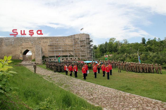 Azerbaijan army celebrates Republic Day in Shusha -  PHOTOS, VIDEO|UPDATED