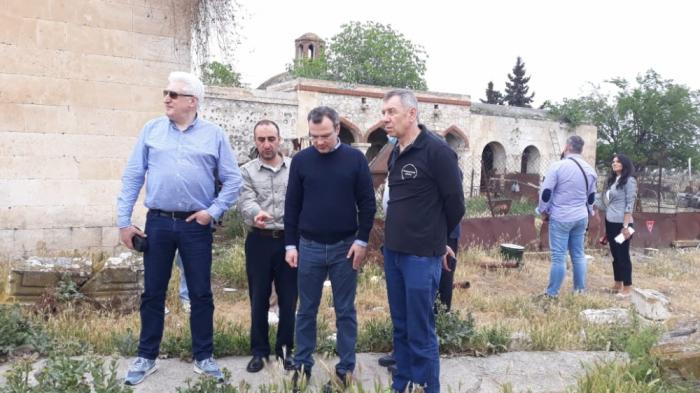 Russische Abgeordnete und Experten besuchen den von der Besatzung befreiten aserbaidschanischen Bezirk Aghdam