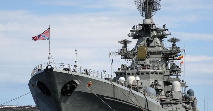 سفينة حربية روسية تطلق النار على مدمرة بريطانية قرب شبه جزيرة القرم