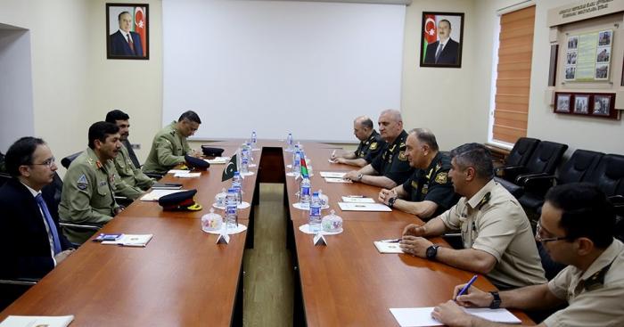 مناقشة مختلف اتجاهات التعاون العسكري تمت بين أذربيجان وباكستان في باكو