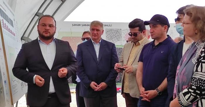 """دبلوماسيون تعرف أجانب على مشروعي """"القرية الذكية"""" و """"المدينة الذكية"""" في أغدام -   صور"""