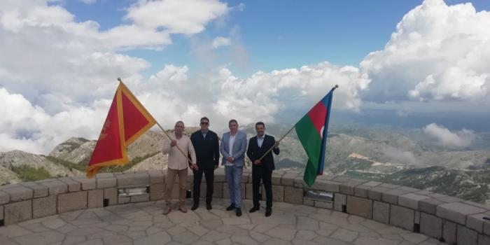 Azərbaycan bayrağı Monteneqronun Lovçen zirvəsində
