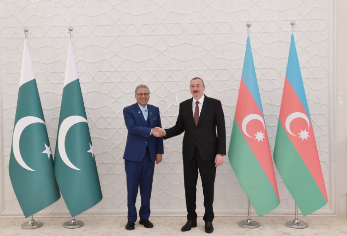 Pakistani President congratulates Azerbaijan on Republic Day