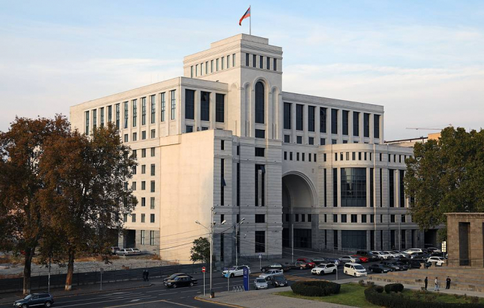 Armenian foreign ministry facing collapse