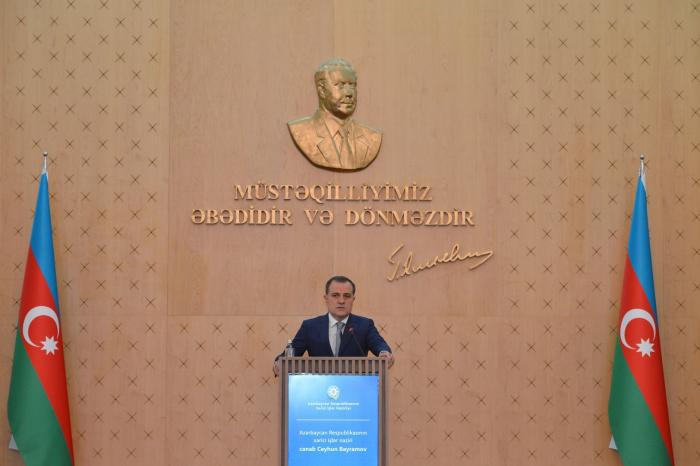Jeyhun Bayramov meets with diplomats going abroad on rotation basis