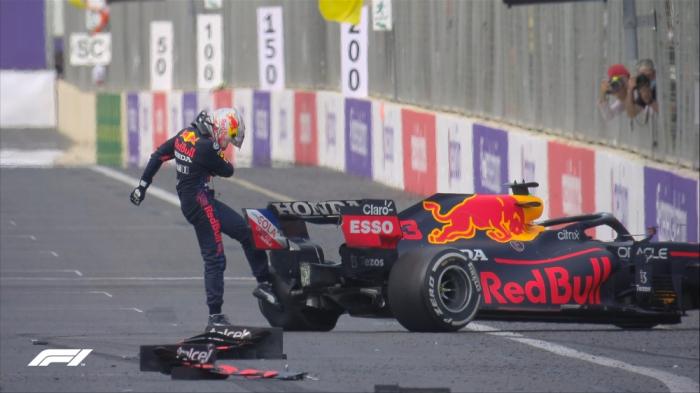 Formula 1: Lider qəza törətdi -  YENİLƏNİB