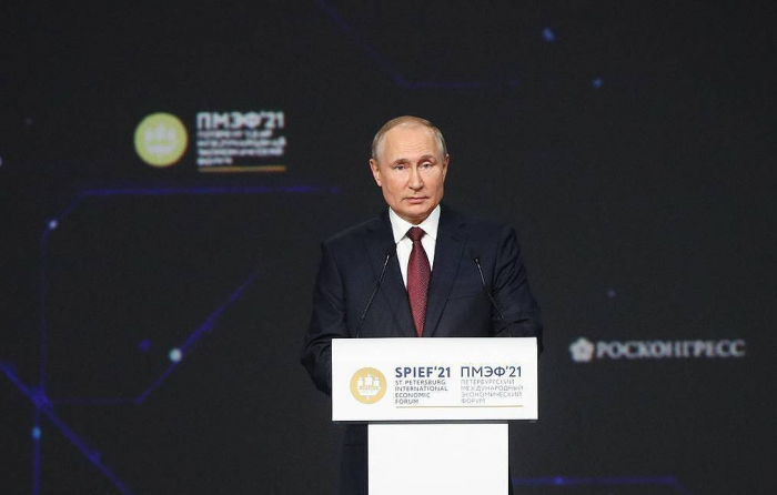 Putin offers gas to Europe, COVID-19 vaccination to foreigners