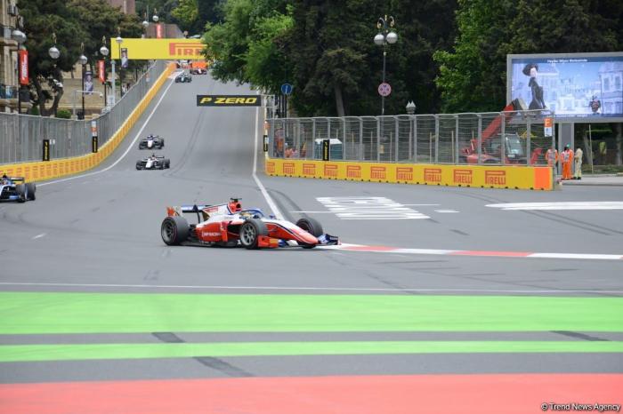 F2 Sprint Race 3 kicks off in Baku