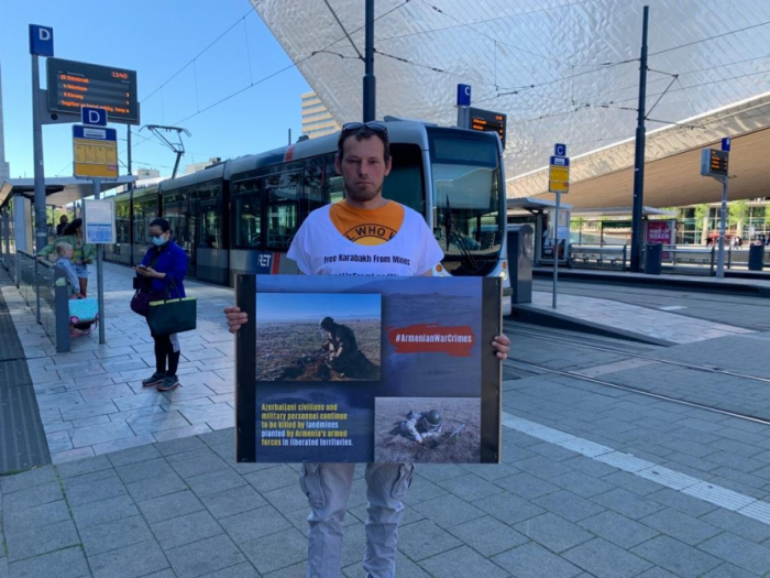 Azerbaijanis hold protest against mine deaths in the Neatherlands -  PHOTO