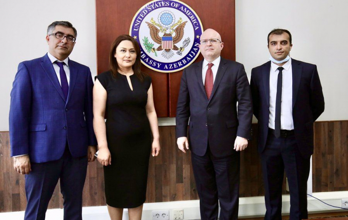 Philip Reeker trifft sich mit Vertretern der aserbaidschanischen Zivilgesellschaft
