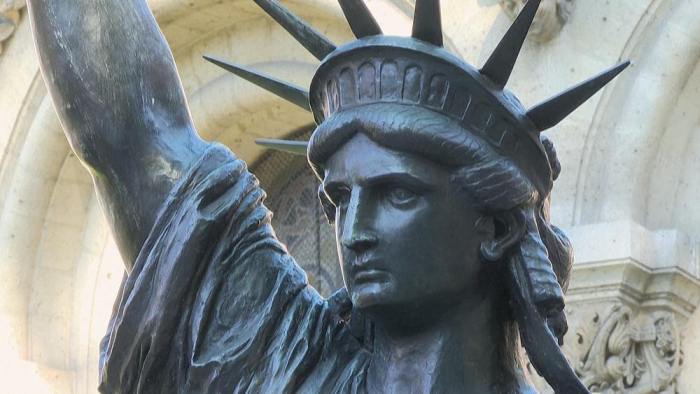 France sends smaller replica of Statue of Liberty to US -  NO COMMENT