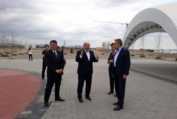 Une délégation deBosnie-Herzégovine entame une visite à Aghdam