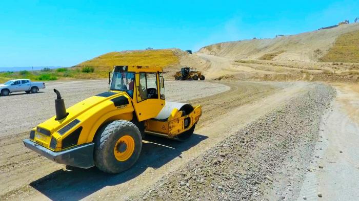Bau der Autobahn Ahmadbeyli-Horadiz-Mindchivan-Aghbend geht weiter