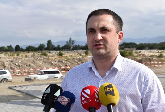 Lettischer Abgeordnete hebt die Gräueltaten Armeniens in Aghdam hervor