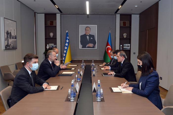 Djeyhoun Baïramov rencontre une délégation deBosnie-Herzégovine