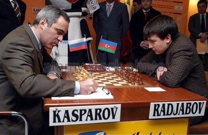 """El País:   """"Teymur Rajabov es uno de los prodigios más increíbles de la historia del ajedrez"""""""