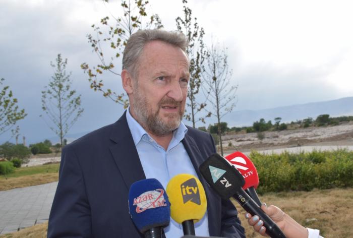 Bakir Izetbegovic:  «Des tombes ont été creusées et la mosquée a été vandalisée à Aghdam»