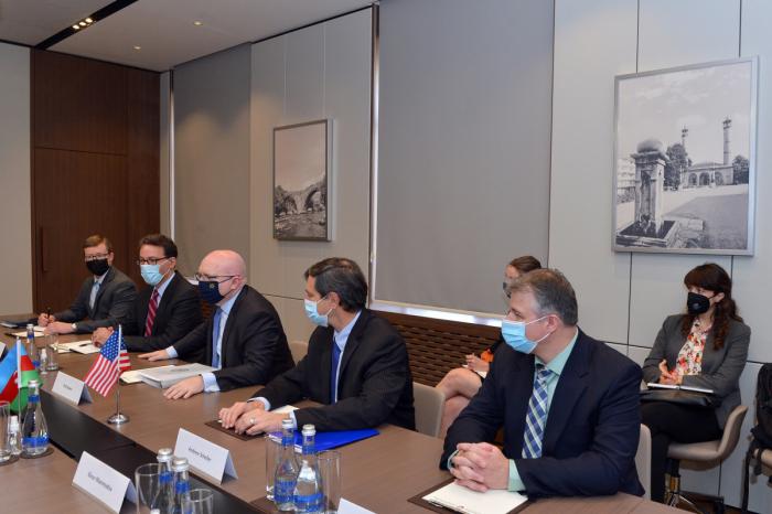 """Die Vereinigten Staaten messen den bilateralen Beziehungen zu Aserbaidschan große Bedeutung bei""   - Philip Reeker"