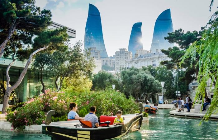 Moscheen, Fitnessstudios und große Einkaufszentren werden in Aserbaidschan geöffnet