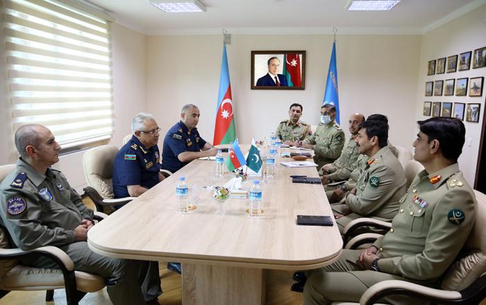 Azerbaijan, Pakistan discuss issues of military aviation