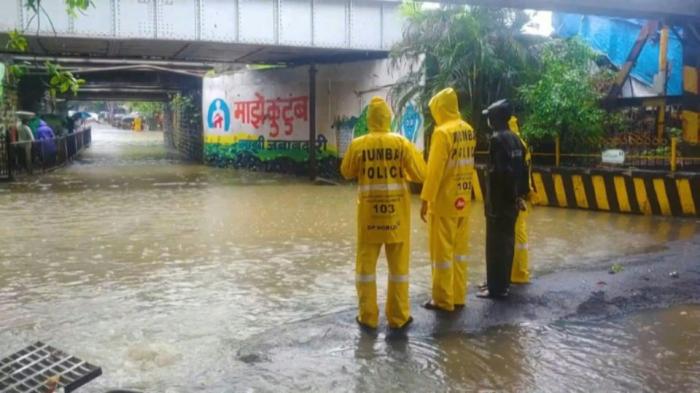 Heavy monsoon rains cause havoc in India