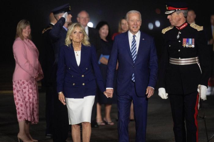 """Joe Biden advirtió a Rusia que enfrentará una respuesta """"contundente"""" al llegar a Europa"""