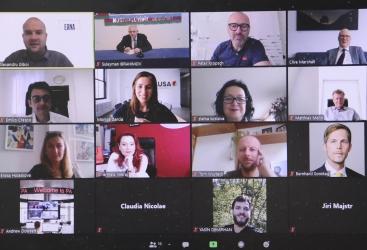 ندوة اتحاد وكالات الانباء الأوروبية بدأت باحياء ذكرى الصحفيين الاذربيجانيين القتيلين في انفجار لغم