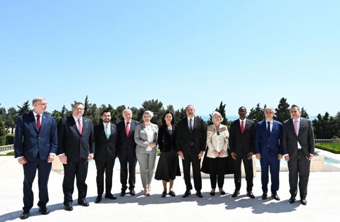 Aserbaidschanischer Präsident erhält Beglaubigungsschreiben von 10 neu ernannten Botschaftern