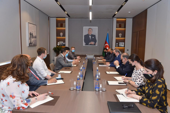 Azerbaijan FM meets UK delegation
